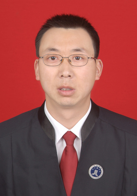刘勇,男,毕业于兰州大学法学院,中共党员,曾长期在大型国企